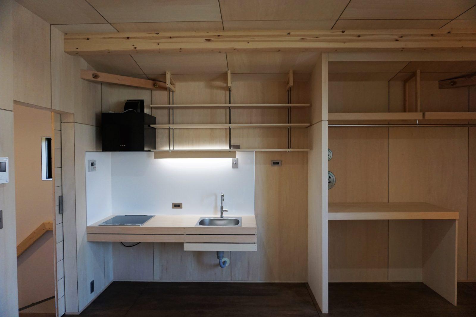 ¥20万~自然素材と武骨なボルトがオシャレな造作キッチン