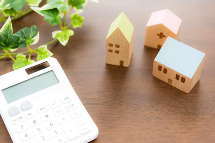 住宅模型と電卓