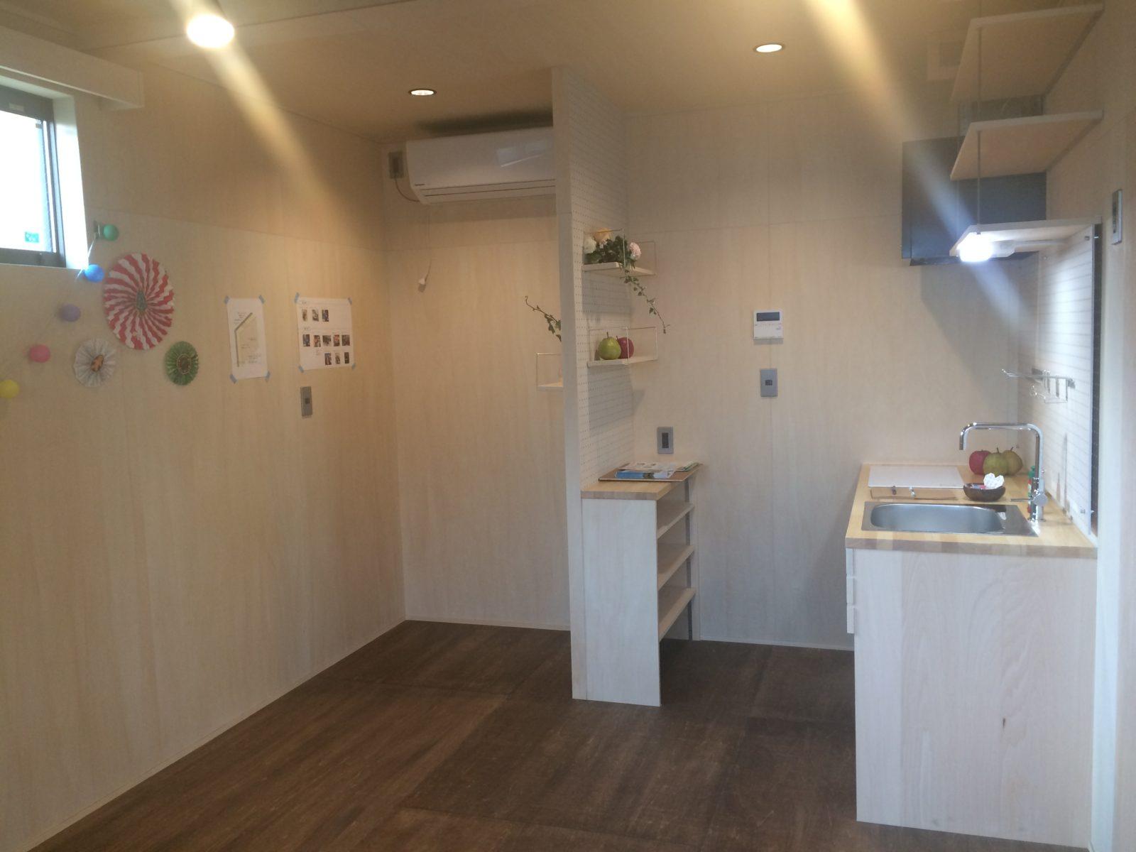 キッチンと間仕切り壁