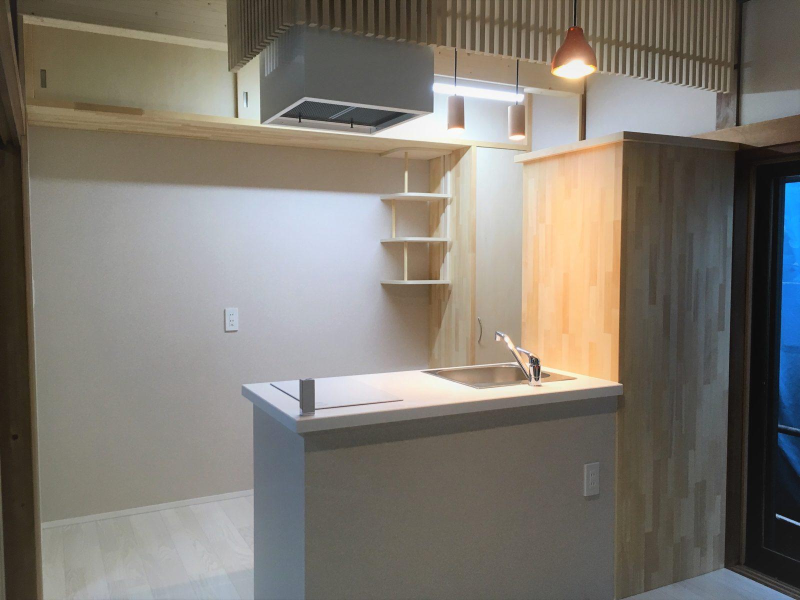 右側は冷蔵庫スペース