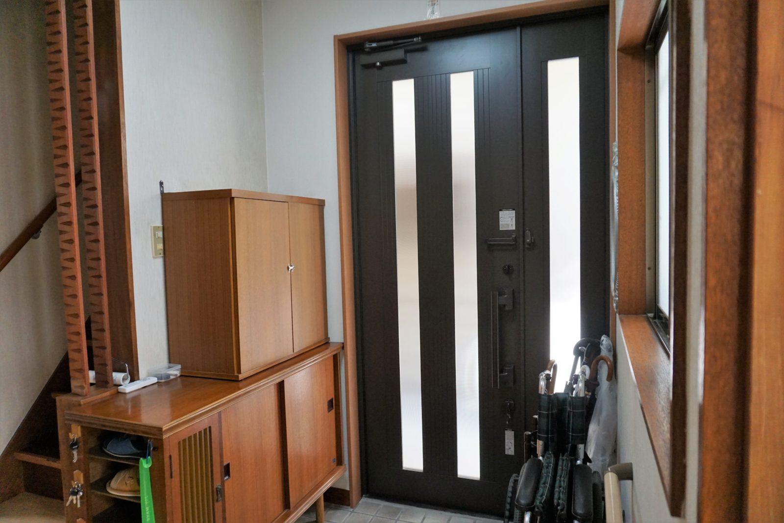 玄関扉は開閉しやすく防犯性能も良いです