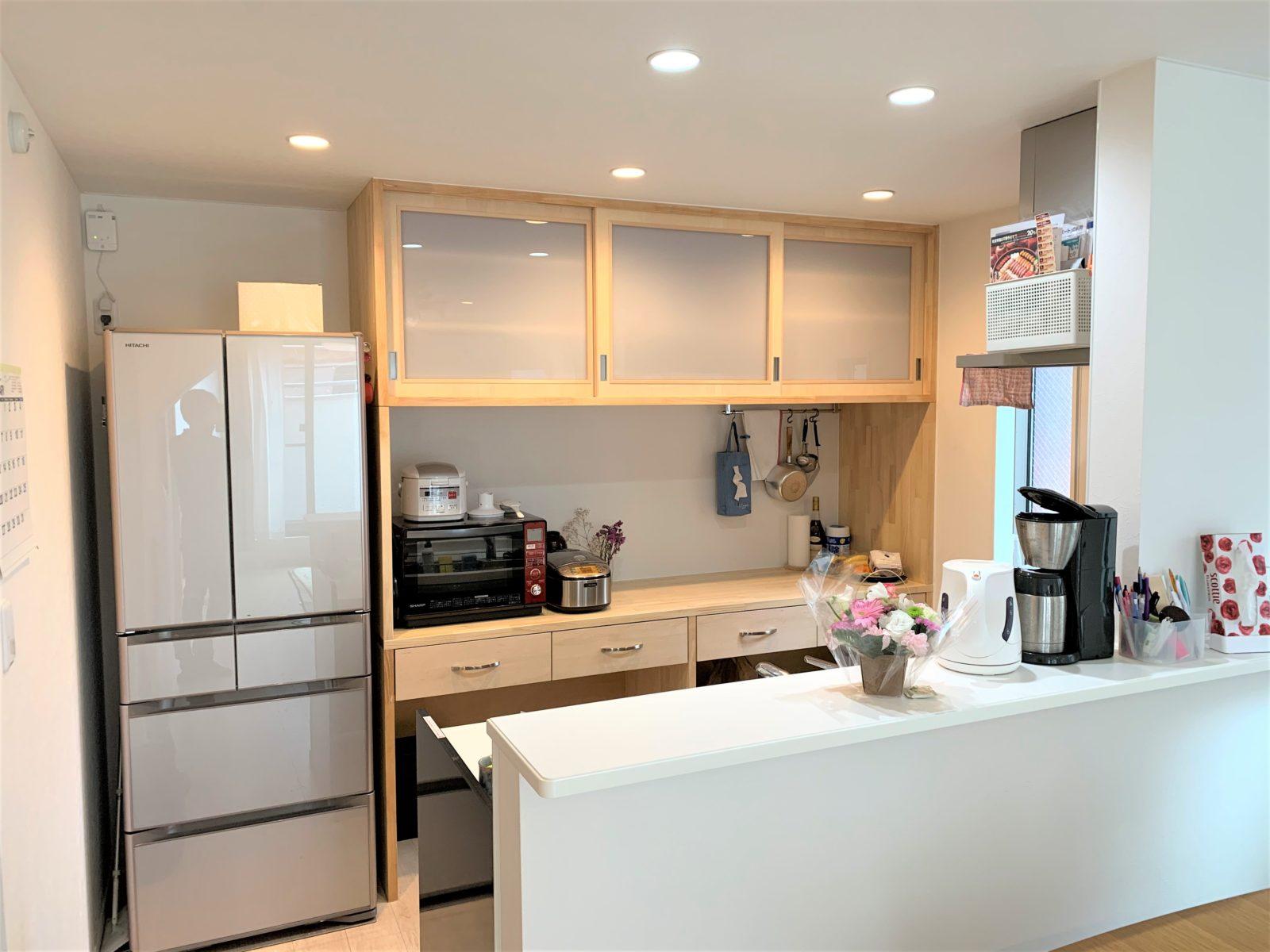 ¥30万~自然素材の造り付け大容量キッチン収納