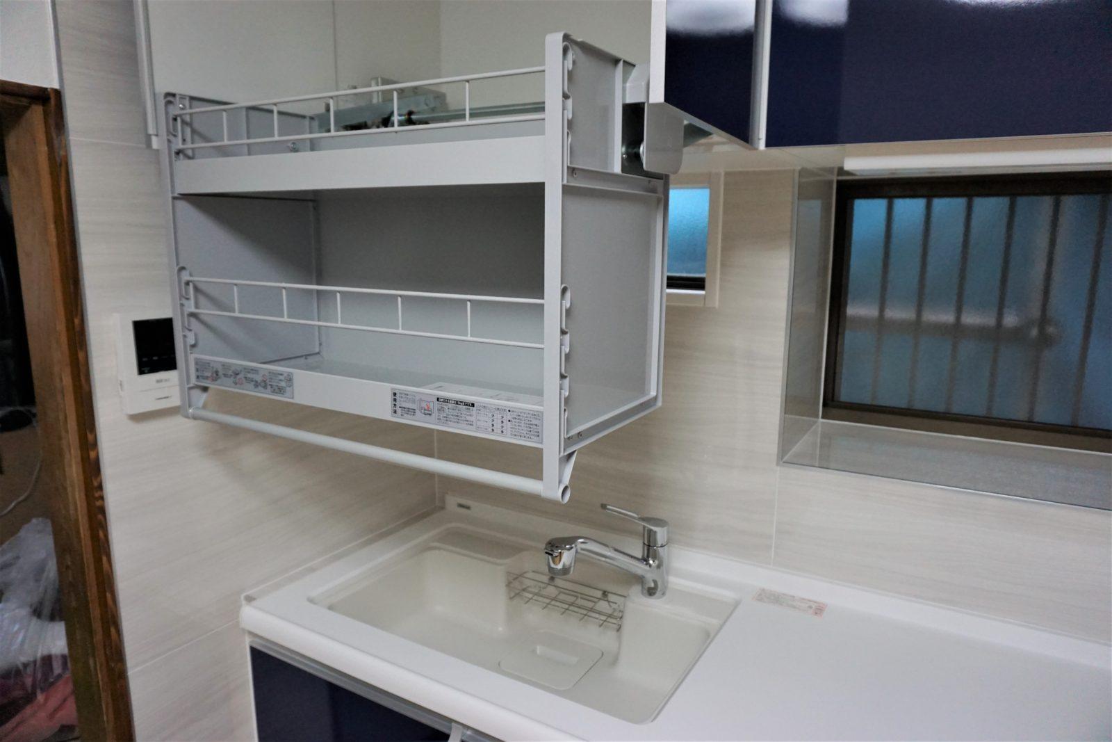 シンク上部ni昇降式食器棚