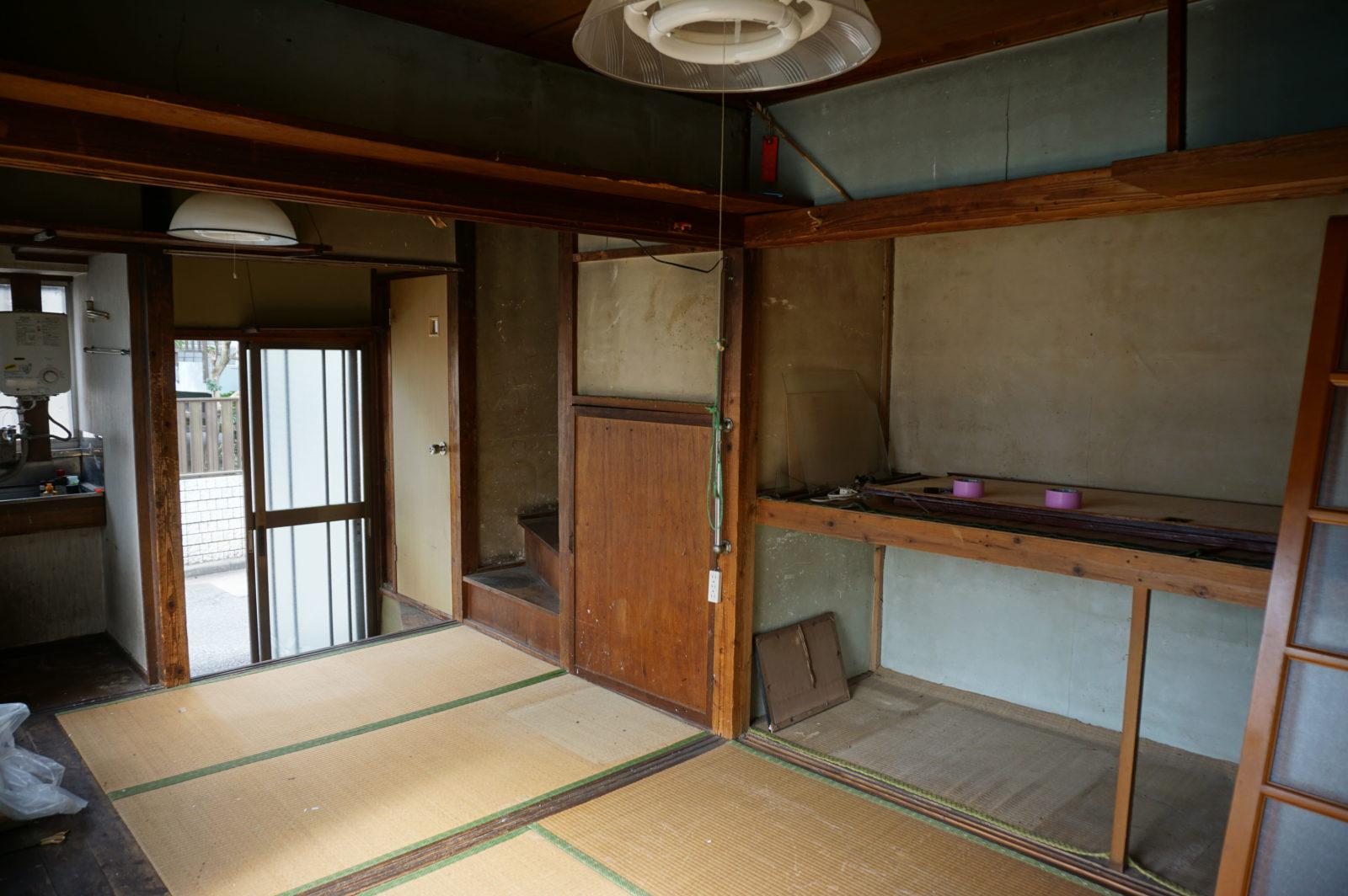 【ビフォー】1階、天井・鴨居が低く頭の当たる和室でした