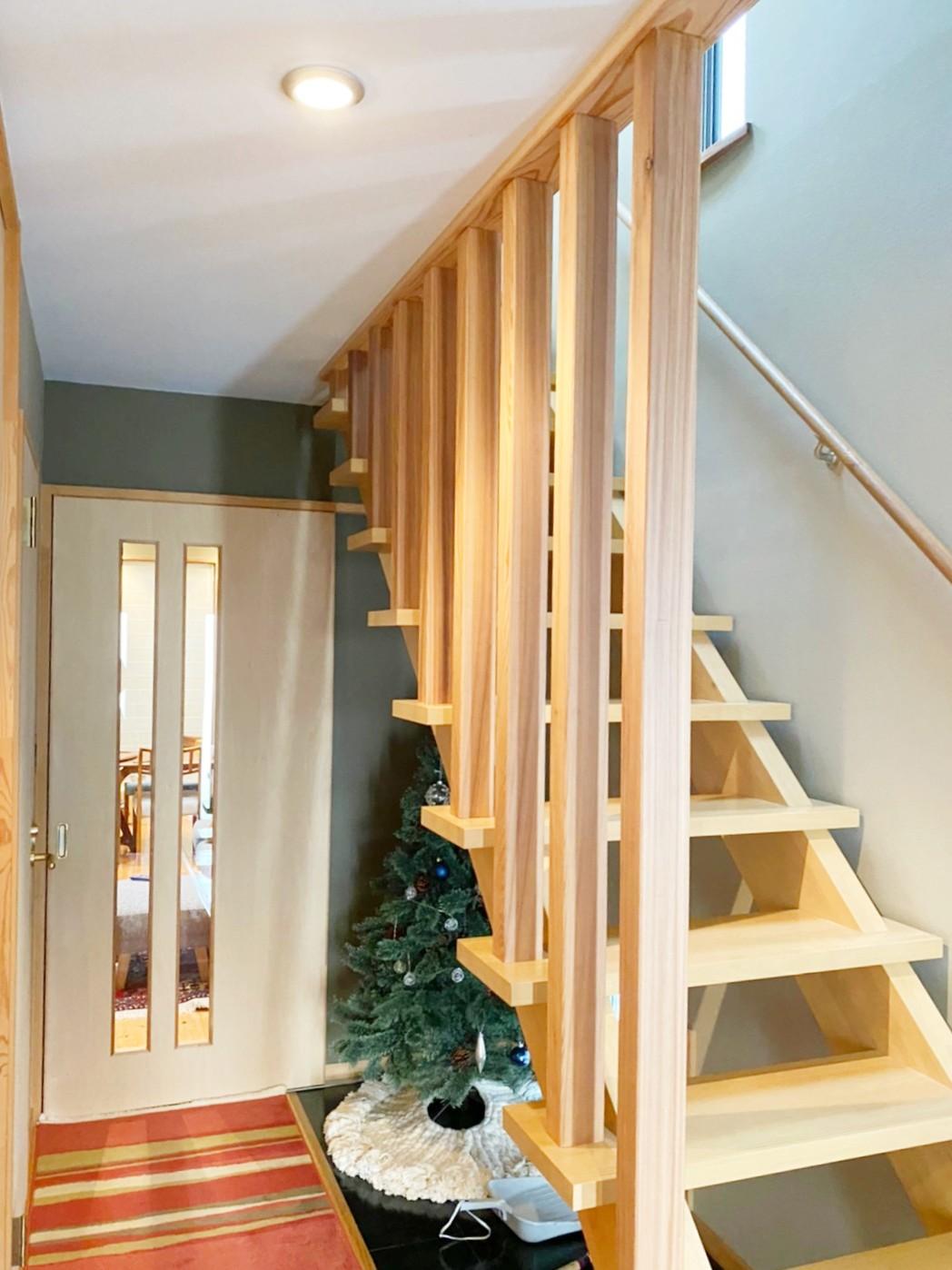 造作の階段ルーバー